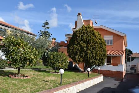 Casa Vacanze Villa Cinzia - Villaggio del Pino BELPASSO - Leilighet