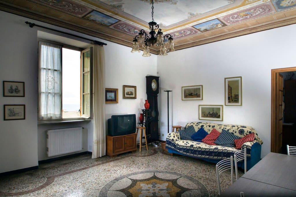 Salone alla genovese con soffitto affrescato