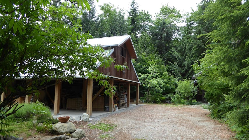 A studio suite close to nature - Squamish - Rumah