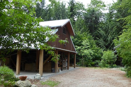 A studio suite close to nature - Squamish - Huis