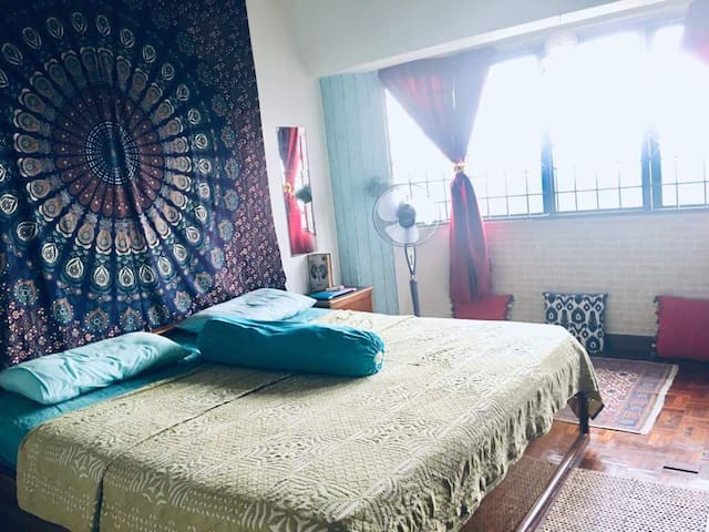 Cozy Romantic Master Bedroom (w/ Private Tub)