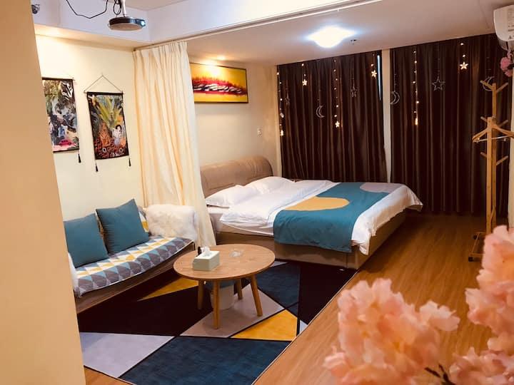 万达广场浪漫家庭影院2*2米大床公寓
