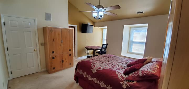 Spacious Master Bdr (prvt Bath) in Cary - Raleigh