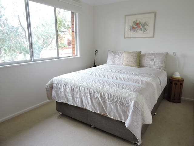 Shelly beach queen room+ private bathroom+parking - Port Macquarie - Hus