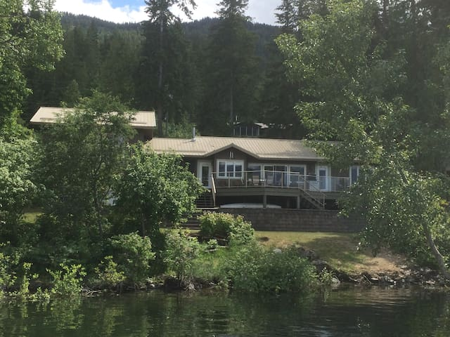Gorgeous waterfront house on beautiful Shuswap