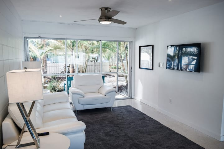 2 Bedroom With Private  Beach Access Newly Updated