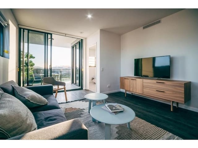 Luxury Inner City Apartment With 2 Beds 2 Bath!