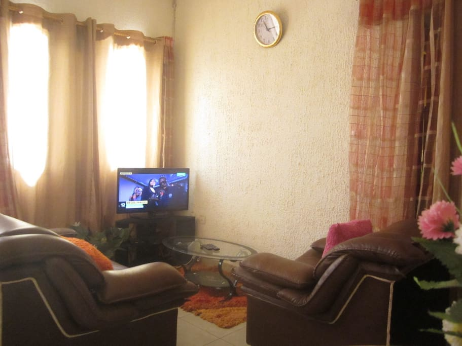 Appartement f2 meubl odza gendarmerie yaound for Meuble tv yaounde