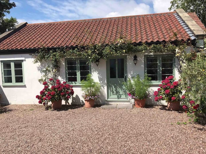 Acacia Cottage   In the heart of North Somerset