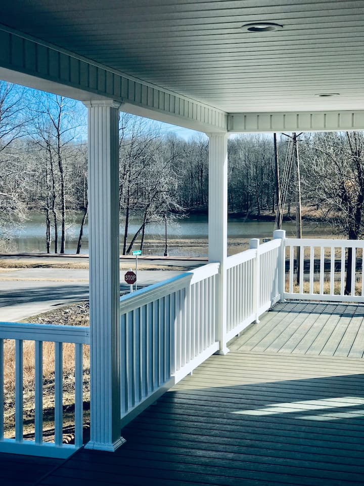 Built in 2021 -5 BR/4BA Kentucky-Barkley Lakefront