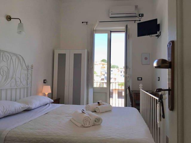THE ARTIST HOME: + Room in Noto+Balcony+WiFi