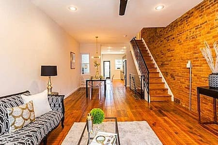 ~*~Artsy Row House~*~FREE Parking & Breakfast~*~ - Philadelphia - Bed & Breakfast