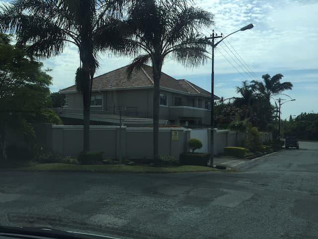 Grand family home bright and sunny - East London - Rumah