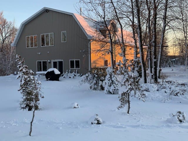 Quiet Country Shed Surrounded by Nature's Beauty