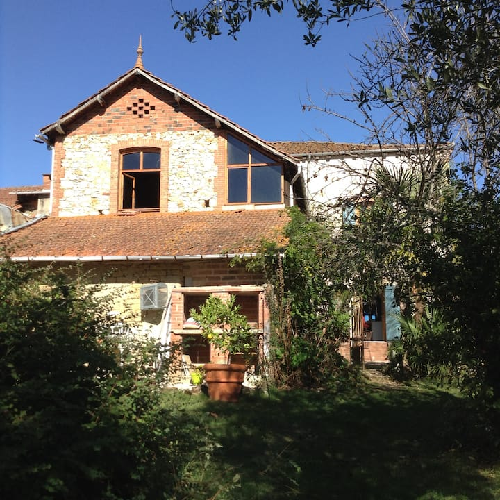 Beautiful and cosy house, ideally situated.
