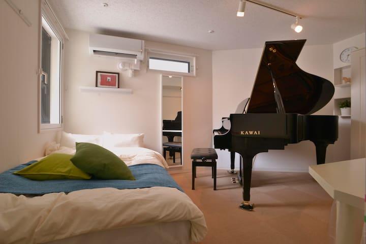 Ikebukuro GX2-Piano 4min #102 - Toshima-ku