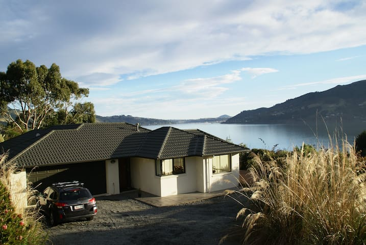 Otago Harbour Retreat:Private Room & Harbour View