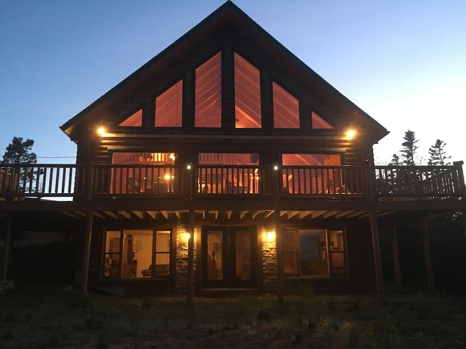 Front of Harmony Lodge