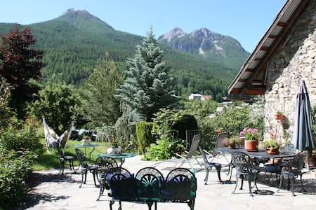 Grande bâtisse de village - Villar-Saint-Pancrace
