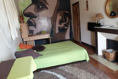 chambre 20 m carré - Cannes - Bed & Breakfast