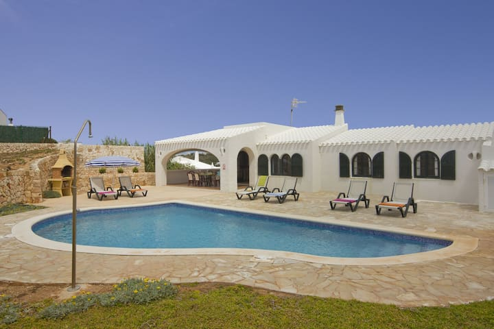 Beautiful Holiday Home with Sea View, Pool, Wi-Fi and Terrace; Parking Available