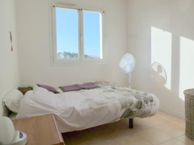 Appartement lumineux en résidence privée