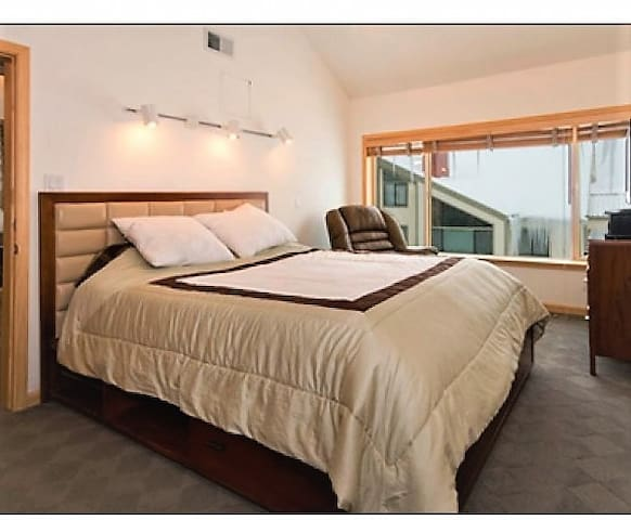 Steps from lifts! Lovely King-Bed,hotel-like condo - Kirkwood - Appartement