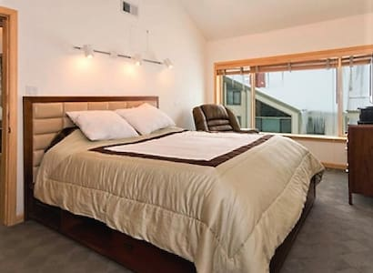 Steps from lifts! Lovely King-Bed,hotel-like condo - Kirkwood - Huoneisto