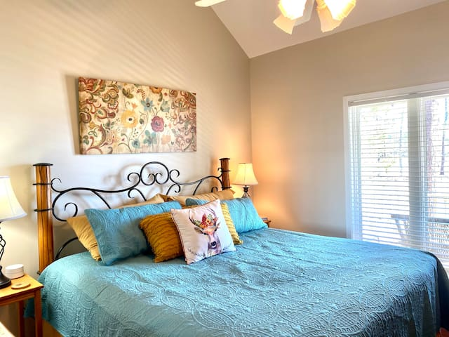 This bedroom has the most incredible views of the lake. You don't even have to leave your bed to enjoy a sunrise. Just bring the coffee. There is a king bed for your comfort. A shared full bathroom is across the hallway.
