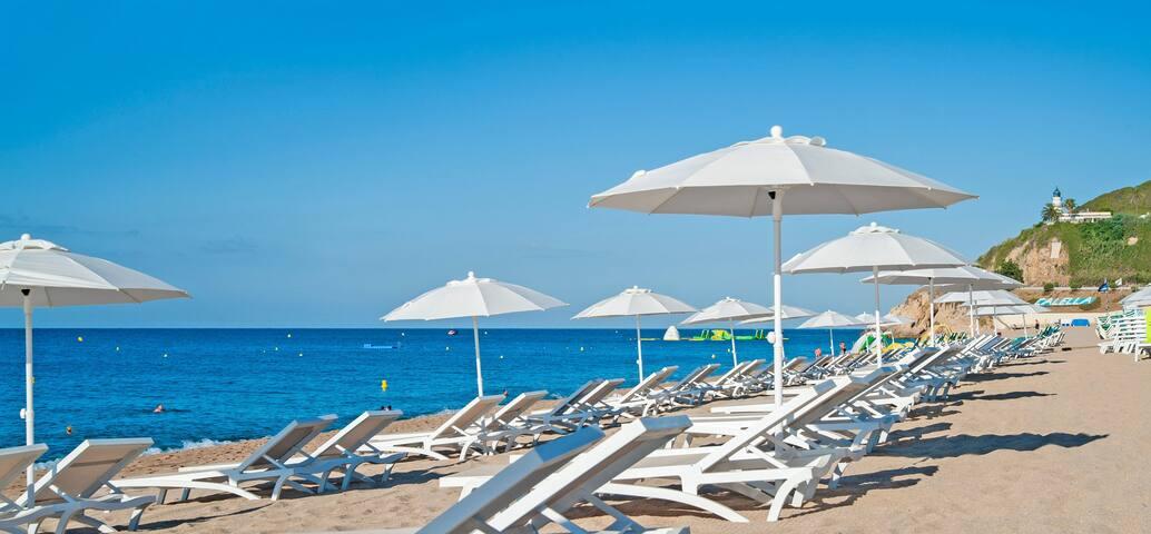 Playa Calella (a dos minutos del apartamento)