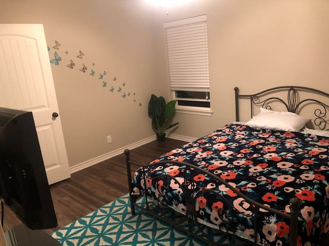Your room   Nice size room with walk in closet. It have queen size bed with mattress. This room is for this listing; tv with Netflix is also provided.