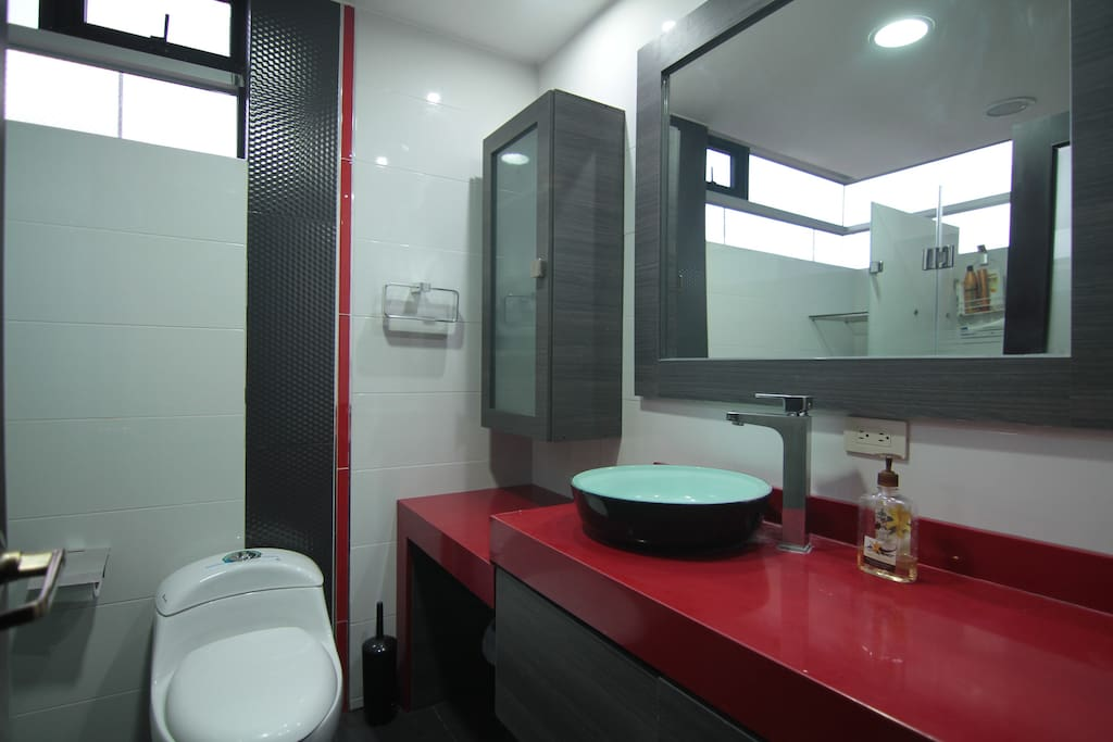 1er Baño privado/Private Bathroom