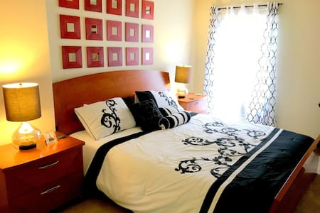 Private Bedroom in Palms not far from Venice Beach