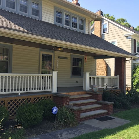 Remodeled 1920s bungalow - Cleveland Heights - House