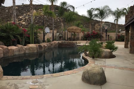 Fun Getaway Home for Couples or Families - Wildomar
