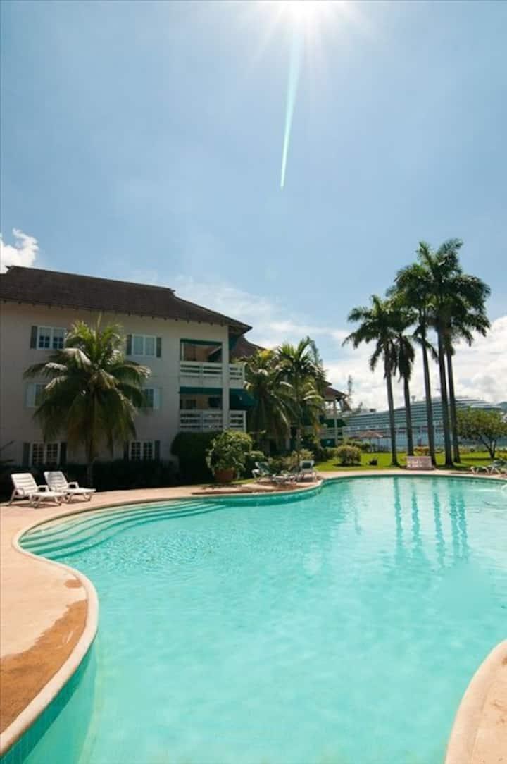 Caribbean Sea Dreams, walk to Hard Rock Cafe beach