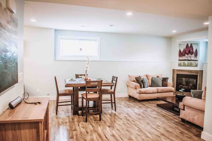 2BD 2BTH | 10 min to DT | CLEAN + Spacious with AC