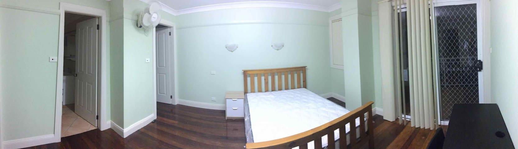 Cozy en suite at Kingsford