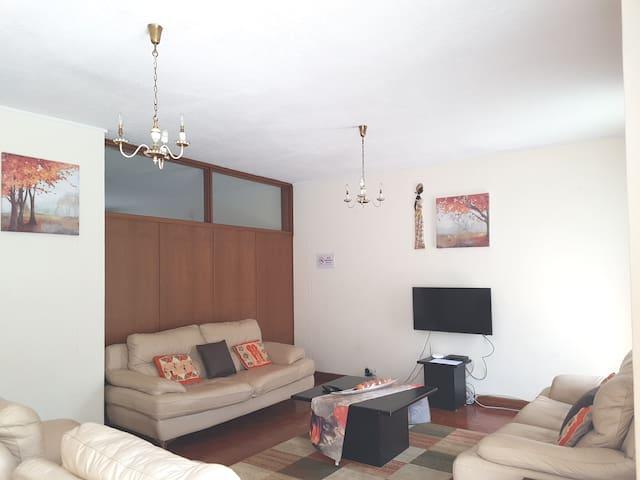 Lolo's 3Bed Apartment(5min to CBD)
