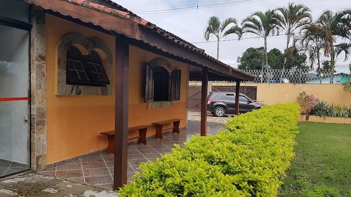Casa de Praia, 3Qt, 4 vagas, churrasqueira, espaço