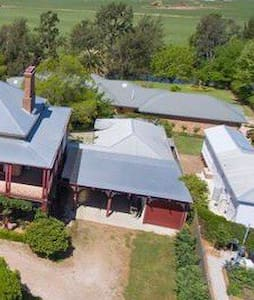 Wade Cottage, Central Mudgee