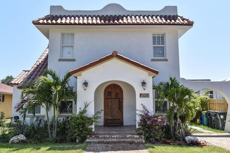 Charming 1925 Spanish House - Byt