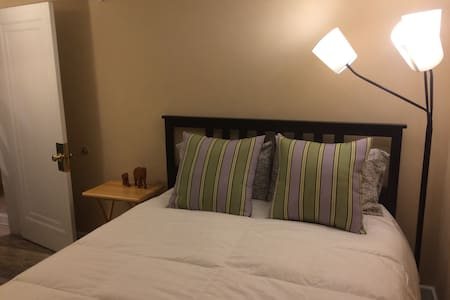 Private bedroom suite, walk to Ballston Metro - Arlington - Dům