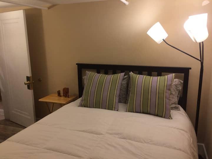 Private bedroom suite, walk to Ballston Metro
