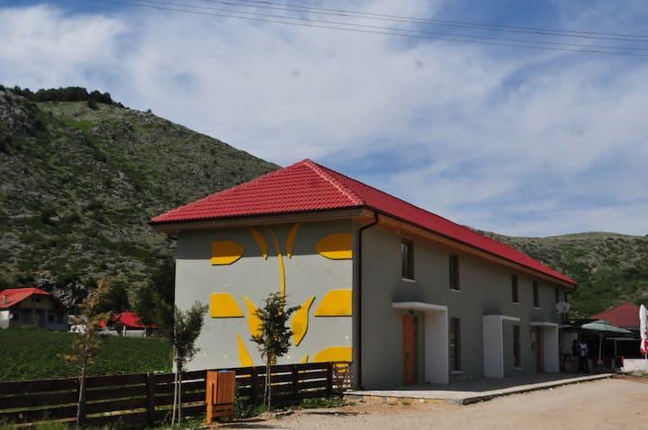 "GuestHouse & Visitor Center ""Shebenik-Jabllanice"""
