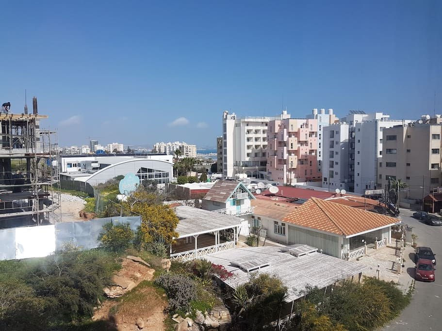 Makenzie area is full of luxurius hotels, restaurants and bars