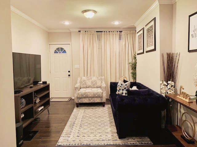 Affordable Furnished LuxuryTownhouse near Stadiums