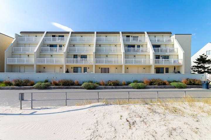Beach View Terrace Ocean Front Condo - Sea Isle City - Кондоминиум