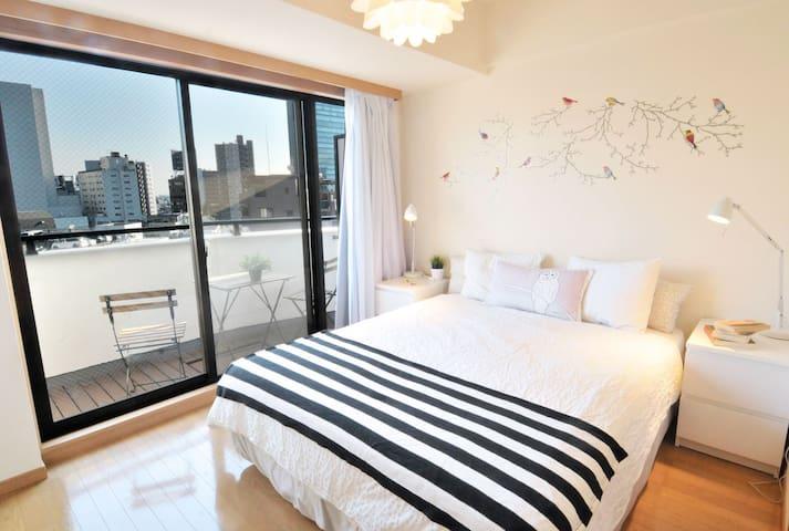 SHIBUYA Queen Bed Bright Room + Pkt WiFi + 3 Bikes