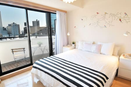 SHIBUYA Queen Bed Bright Room + Pkt WiFi + 3 Bikes